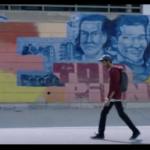 "Phaim passeggia su Largo Pettazzoni. Sullo sfondo l'iconico mural ""Quadraro, Vigne, Tor Pignattara"""