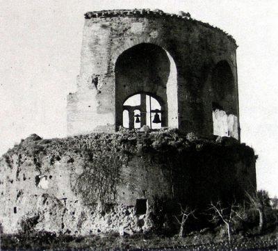 Lo stato del mausoleo intorno agli anni 40