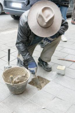 Posa delle pietre d'inciampo a Tor Pignattara